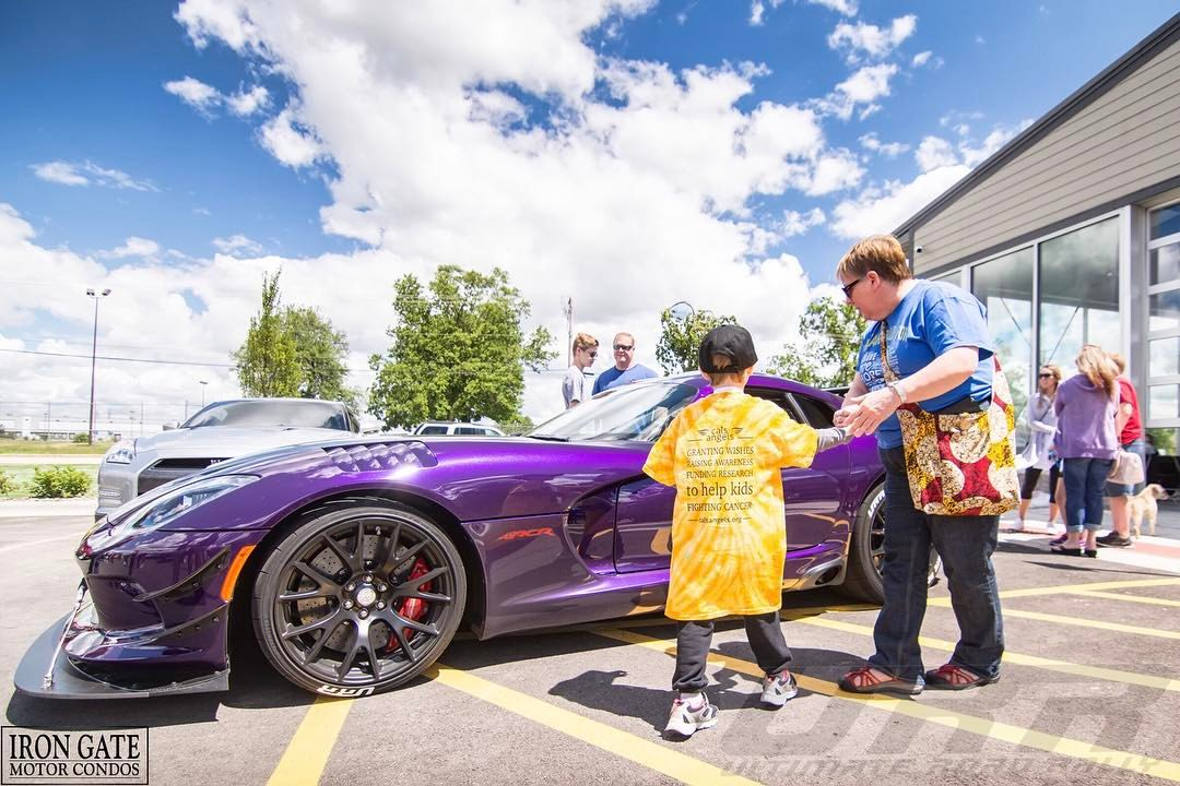 A Cal's kid admires the ACR Dodge Viper owned by URR event organizer Omar Salaymeh